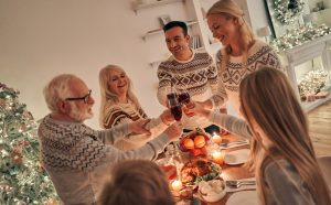 משפחה חוגגת את חגי תשרי